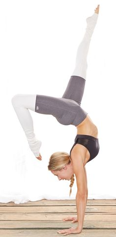 Everyone loves this Alo Goddess Legging in Grey/ Creme>> http://evolvefitwear.com