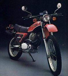 This in army green Honda XL Honda Scrambler, Motos Honda, Scrambler Motorcycle, Honda Xl, Honda Bikes, Classic Honda Motorcycles, Old Motorcycles, Honda Cycles, Classic Japanese Cars