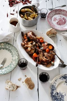 Roasted rabbit with vegetables and thyme - Pratos e Travessas | Food, photography and stories