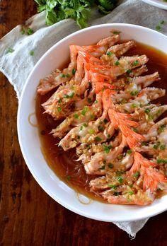 Steamed Shrimp with Glass Noodles – The Woks of Life - Wok Rezepte Prawn Recipes, Fish Recipes, Seafood Recipes, Asian Recipes, Cooking Recipes, Ethnic Recipes, Steamed Shrimp, Wok Of Life, Shrimp Dishes