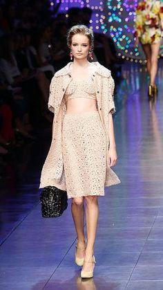 crochet skirt Late September Celebrity and Designer Crochet Roundup #crochet_inspiration