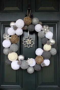 Styrofoam balls and yarn wreath Cute idea for a Christmas/winter wreath! Diy Wreath, Ornament Wreath, Wreath Ideas, Snowflake Wreath, Twine Wreath, Wreath Crafts, Snowman Wreath, Bauble Wreath, Chevron Wreath