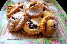 Elma, tarçın, bal, zencefil ve kuru üzümün oluşturduğu muhteşem bir lezzet. Beş çaylarınızda ve davet sofralarınızda misafirlerinize ikram edebileceğiniz harika bir kurabiye tarifi.