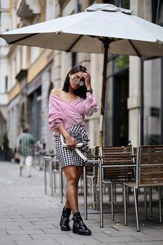Outfit: Karo Rock & Off Shoulder Bluse Trend Inspiration Fashion Lifestyle Blog aus München Karierter Rock, gestreifte rote Off Shoulder Bluse