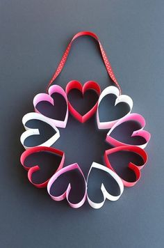 This stapled paper heart wreath is such a fun and EASY Valentine& Day craft to make with the kids! It& a great little wreath to hang on a bedroom door (or school classroom door?) and it makes a super cute and simple Valentine& decoration! Valentine's Day Crafts For Kids, Valentine Crafts For Kids, Valentine Day Wreaths, Valentines Day Decorations, Valentines Diy, Crafts To Make, Saint Valentine, Valentines Day Decor Classroom, Valentine Flowers