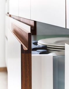 Handleless Cabinets Design Inspiration - The Architects Diary Cabinet Door Handles, Kitchen Handles, Cabinet Handles, Cabinet Doors, White Cabinet, Handleless Kitchen, Wardrobe Handles, Joinery Details, Furniture Handles