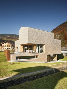 House Haller by Haller Jürgen and Peter PlattnerHaller Jürgen together with Peter Plattner designed the House Haller in Mellau, Austria. The entire design of this compact house conforms to the loc. Style At Home, Modern Buildings, Interior Architecture, Modern Houses, Outdoor Steps, Compact House, Arch House, First Time Home Buyers, Modern Exterior
