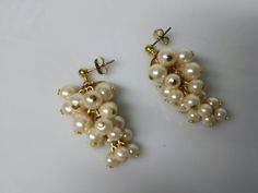 Avon Frosted Grapes cream pierced earrings  Mint Condition  1991