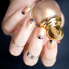 Diorific Gold Equinoxe Polish - Swatches, Review and Nail Art: http://sonailicious.com/diorific-gold-equinoxe-241-review-nail-art/