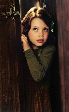 En 2004, la petite Lucy (Georgie Henley) est pleine de candeur