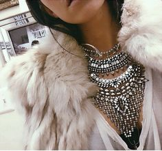 Go glam with bold embellishments and jewelry. - Luxe Fashionably Ideas- New Trends - Luxe Fashionably Ideas- New Trends Looks Style, Style Me, Classy Style, Jewelry Accessories, Fashion Accessories, Bold Jewelry, Silver Jewellery, Bridal Accessories, Sunglasses Accessories