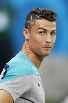 Cristiano Ronaldo tribute to brain surgery infant Cristiano Ronaldo 7, Christano Ronaldo, Soccer Hair, Soccer Guys, Football Players, Soccer Player Hairstyles, Sport Hairstyles, Celebrity Hairstyles, Fifa