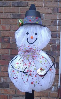 Deco Mesh Snowman made by wreathartist on Etsy