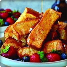 Whip up a quick and freezer-friendly recipe for the best Baked French Toast Sticks perfect for dunking in warm maple syrup. Breakfast Bread Recipes, Breakfast Toast, Best Breakfast, Brunch Recipes, Breakfast Ideas, Pizza Recipes, Brunch Food, Breakfast Potatoes, Breakfast Healthy