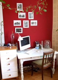 Farbige Wände Rote Wandfarbe Wohnzimmer Heller Sessel Kamin ... Schlafzimmer Rote Wand