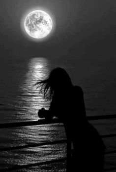 alone girl in moonlight Alone Photography, Shadow Photography, Dark Photography, Black And White Photography, Alone Girl, Moon Pictures, Beautiful Moon, Moon Art, Girls In Love