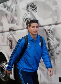 The team meet up before game against Malmö | Real Madrid CF James fresh and ready! 8.12.15