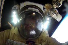 Vídeo en primera persona de un paseo espacial con una GoPro