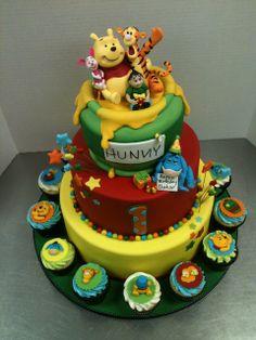 Pooh Themed Birthday Cake Cool Cakes Parties Diy Cupcakes