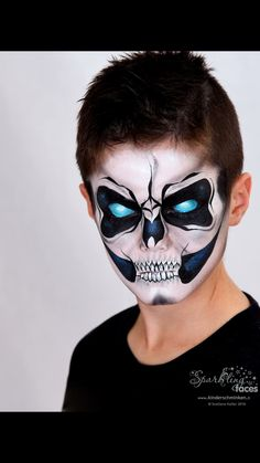Face painting with the award-winning Facepainterin and instructor. Boy Halloween Makeup, Maske Halloween, Halloween Looks, Halloween Carnival, Face Painting For Boys, Face Painting Designs, Skull Face Paint, Kids Skeleton Face Paint, Sugar Skull Makeup