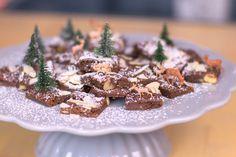Lebkuchenwürfel mit Nüssen