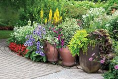 Water is the key to a healthy, productive garden. Gardener's Supply makes irrigation easy, whether you have a large garden with rows or a few raised beds. Love Garden, Garden Care, Easy Garden, Water Garden, Indoor Garden, Watering Raised Garden Beds, Raised Beds, Automatic Watering System, Drip Irrigation System
