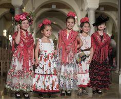 Estas son las tendencias de moda flamenca infantil que han presentado Flamenca Pol Núñez, Nueve, Rocío Peralta y Carmen Acedo en la pasarela VIVA by WLF