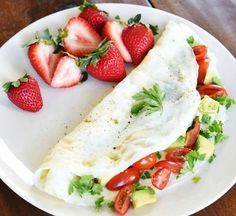 Tomato and Avocado Egg White Omelette 103 Things To Cook If You're Trying To Eat Fewer Carbs Low Carb Recipes, Real Food Recipes, Healthy Recipes, Healthy Breakfasts, Healthy Meals, Healthy Food, Ways To Eat Healthy, Healthy Eating, Clean Eating