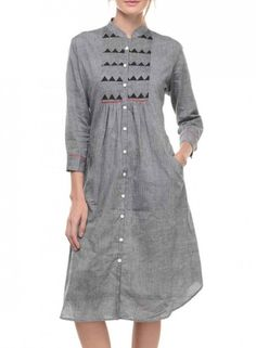 This is a Grey Mangalgiri Tunic With Yoke with a front pocket featuring a red detailing. The tunic features a Collar across the front neck with button closure and has elbow length sleeves. Salwar Designs, Kurta Designs Women, Blouse Designs, Cotton Tunics, Cotton Dresses, Khadi Kurta, Kurti Patterns, Punjabi Dress, Casual Work Outfits