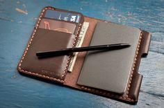 The Park Sloper II, hand stitched leather wallet / Moleskine notebook & pen, havanna brown