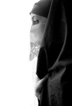 thealgerian: women traditional outfit of Constantine, Algeria.by Djihane Benmaghsoula Shirin Neshat, Hijab Niqab, Muslim Hijab, Arab Girls Hijab, Girl Hijab, Muslim Fashion, Hijab Fashion, Islam, Arabian Women