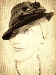 Eines meiner ersten Fotos. Ich finde den Effekt sehr schön: der samtige Hut so plastisch und die Puppe wie gemalt!
