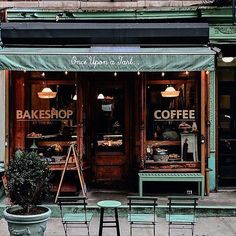 You had me at coffee. And tart. And the color! Thank you, Carolyn, for sharing this gem! ▫️▫️▫️▫️▫️▫️▫️▫️▫️▫️▫️▫️▫️▫️▫️▫️▫️▫️ ☕️This is @onceuponatart New York, NY USA Credit @carolynestrella ♥️Tag someone you love. ✈️Follow @coffeeshopsoftheworld & @coffeeloversoftheworld ©️@KolobCo