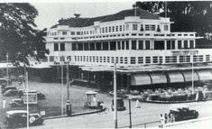 Het beroemde Hotel Des Indes in Batavia heette ooit Hotel Rotterdam, maar dankzij Multatuli... Jakarta, Old Pictures, Old Photos, Dutch East Indies, Colonial Architecture, Tropical Houses, Old City, Southeast Asia, Old Town