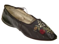 Black leather shoes with flower embroidery, ca.1810