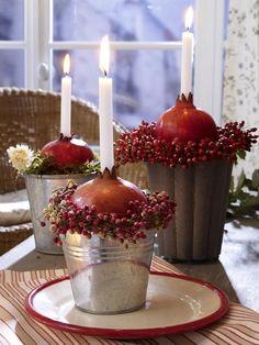 Granatäfpel sind nicht nur super gesund, man kann auch toll mit ihnen dekorieren. Hier kommen 6 einfache Bastelideen zum Nachmachen. Das