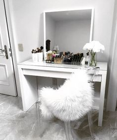 Vanity - Slaapkamer ideas , vanity vanity The post vanity appeared first on Slaapkamer ideeën. Simple Dressing Table, Dressing Table Inspo, Dressing Table Decor, Malm Dressing Table, Vanity Makeup Rooms, Makeup Desk, Cute Room Decor, Vanity Design, Glam Room