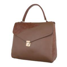 14,99 € - Das einzigartige Design dieser mittelgroßen Damen Tasche überzeugt. Das Modell ist auch hochwertigem Kunstleder gefertigt und verfügt in seinem Inneren über viele kleine Fächer. Schließen lässt sich das Modell mit Reißverschluss und...