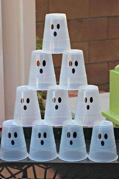 Creating a Kid friendly Halloween Ghost Party can be easy and inexpensive. I love Halloween and parties, especially theme parties. I also like things really simple, easy, inexpensive and fun. I decided on a Halloween Diy Deco Halloween, Comida De Halloween Ideas, Halloween Class Party, Halloween Games For Kids, Creepy Halloween, Family Halloween, Holidays Halloween, Halloween Costumes, Preschool Halloween Party
