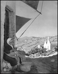 Mykonos Island, Mykonos Greece, Vintage Pictures, Old Pictures, Old Time Photos, Greece Pictures, Greek History, Windmills, Athens