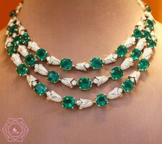 """Amazing emerald necklace by Bulgari"