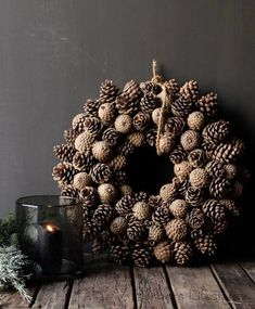 🌟Tante S!fr@ loves this📌🌟Dennen Appel Krans oftewel dennenappel Nordic Christmas, Christmas Love, Rustic Christmas, Christmas Window Decorations, Christmas Wreaths, Holiday Decor, Fall Crafts, Diy And Crafts, Candy Crafts