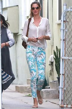 Pantalones pitillo con flores: ¡Viste como una 'top model'!