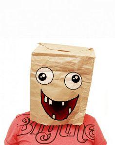Original y sencilla máscara con bolsa de papel
