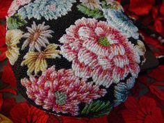 豪華手刺繍 黒地×浮花紋様 ビーズバッグ ピンク水色赤 大きな花_画像6