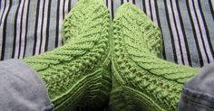 Uhoava Gnu Patterns: Kerttu Socks    Kerttu -sukat eivät ole oma mallini, vaan mammalta opittu. Isotätini opetti mallin mammalle ja niin su...