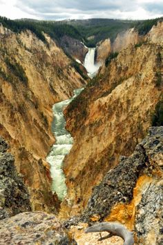 Grand Canyon of the Yellowstone - Yellowstone National Park Beautiful Sites, Beautiful Places, Oh The Places You'll Go, Places To Travel, Budapest, Colorado, Naples, Wyoming, Summer Jobs