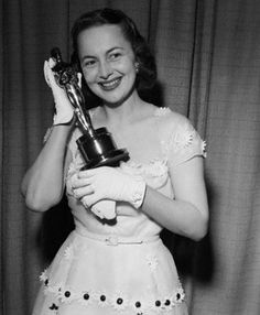 Olivia de Havilland 2 Oscars Olivia de Havilland in TO EACH HIS OWN in 1946 (Actress in a Leading Role) Olivia de Havilland in THE HEIRESS in 1949 (Actress in a Leading Role)