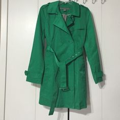 """Kenneth Cole Reaction Green Trench Coat, XL BNWT Women's double breasted kelly green trench coat in XL. Chest measures 22"""", length is 35"""" Shell: 59% cotton, 41% polyester Lining: 100% polyester Kenneth Cole Reaction Jackets & Coats Trench Coats"""