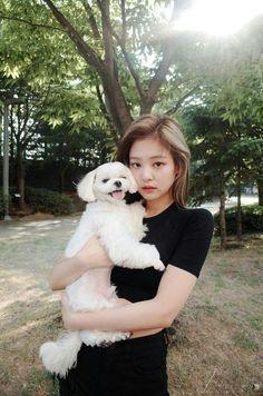 Jennie n her dog BlackPink